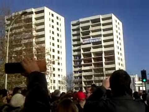 destruction des tours 3 et 4 Mondor ( à Argenteuil val d'Oise) le 12 décembre 2010 à 13h00
