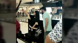 بنت مسيحيه من امريكا تلتقي بالمنشد علي الدلفي وتقراء قصيدة بيان النصر صوتها ايجنن