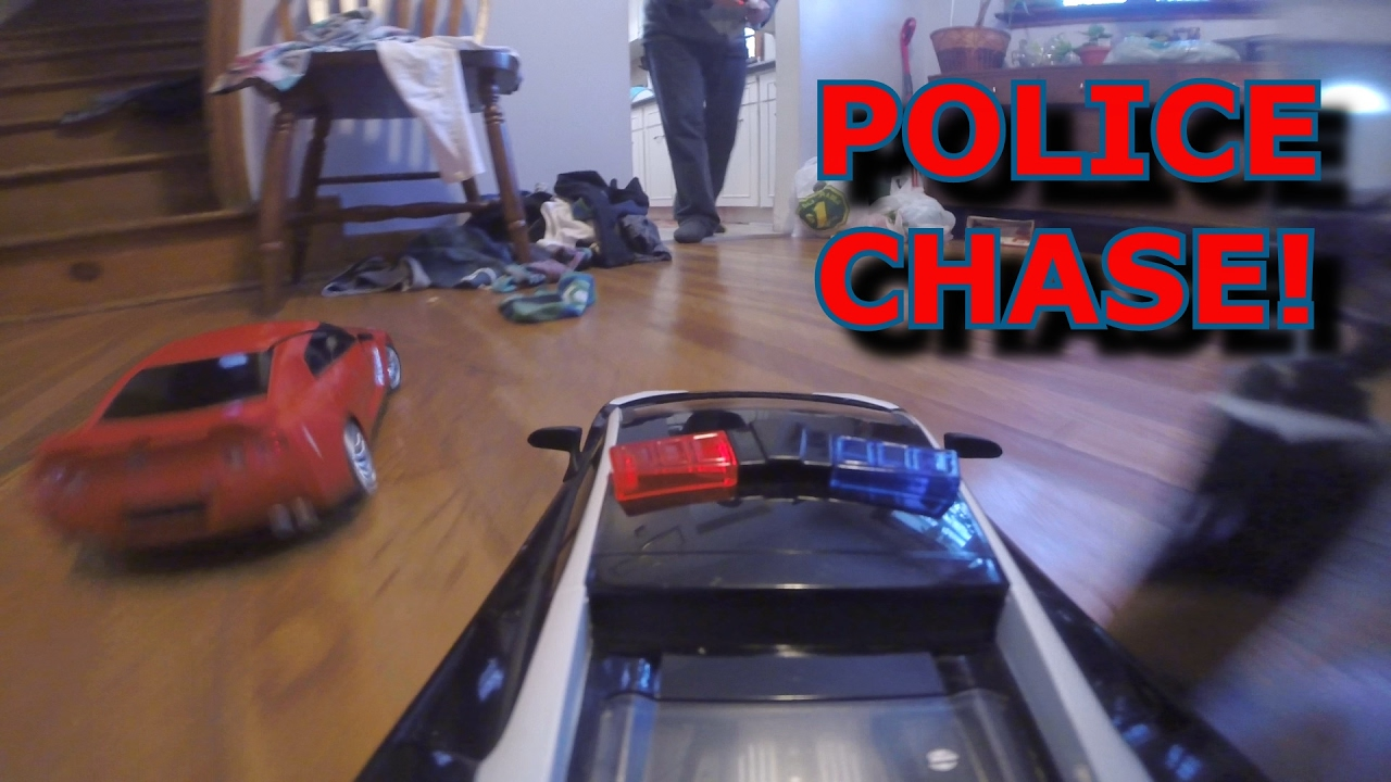 RC POLICE CHASE RED SPORTS CAR! Crash Up! TOY CARS FUN!!!