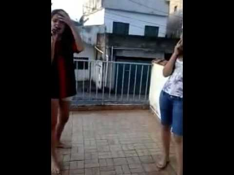 Layla Maria e Brunna cantando Mc Anita Travel Video