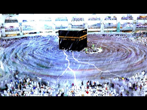 Makkah under lightning strikes! Rain and thunderstorm in the holy city.