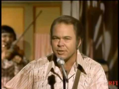 Roy Clark With Leon Rhodes   Walkinu0027 The Floor Over You