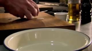 (Совет от Гордона Рамзи)  Как почистить чеснок