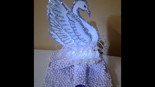 Lindo cisne real feito com garrafas PET recicladas por shashii suvarna