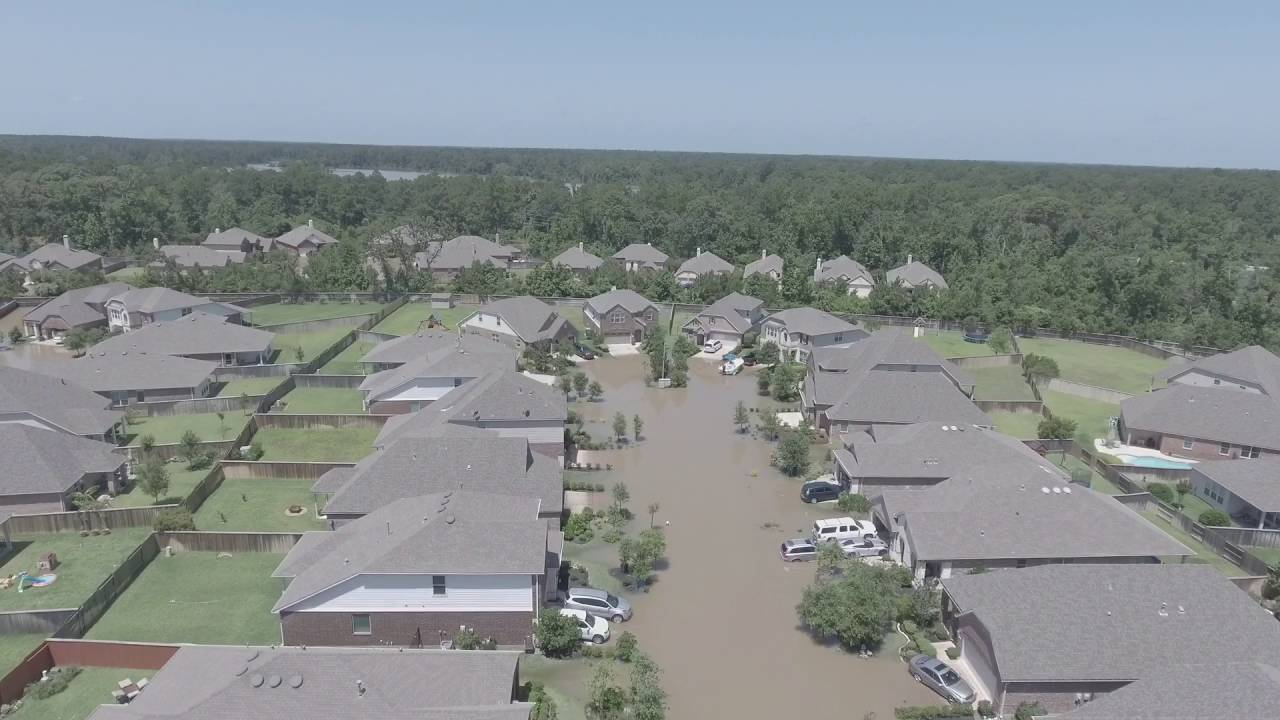 The Woodlands Texas Flooding >> Flooding at The Woodlands Timarron - YouTube
