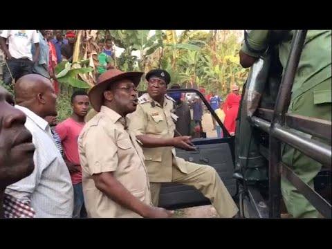 Download MBOWE YAMKUTA AKIWA JIMBONI HAI/AJIBIZANA VIKALI NA POLISI ''AAMBIWA HATA UFANYE JE HUWEZI KUSHINDA'