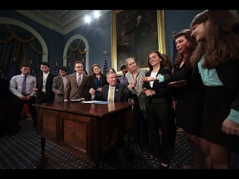 Mayor Bill de Blasio Signs Bill to Protect Interns From Discrimination in the Workplace