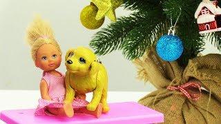 Штеффи наряжает ёлку к Новому Году! Игры Барби