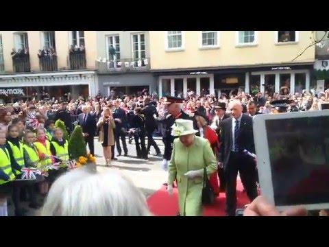 #queenat90 Queen Elizabeth Walks Red Carpet To Guildhall Windsor