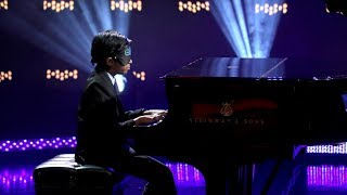 kid piano prodigy lydian plays blindfolded