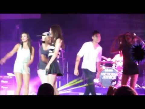 Victoria Justice performing Shake with Kendall and Logan
