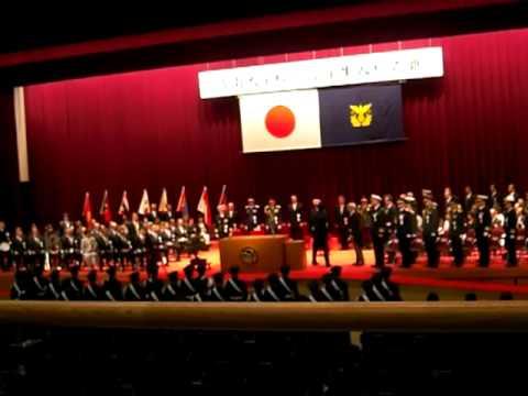 ぴよママ 防衛大学校 入校式 儀仗隊による栄誉礼.MOV - YouTube