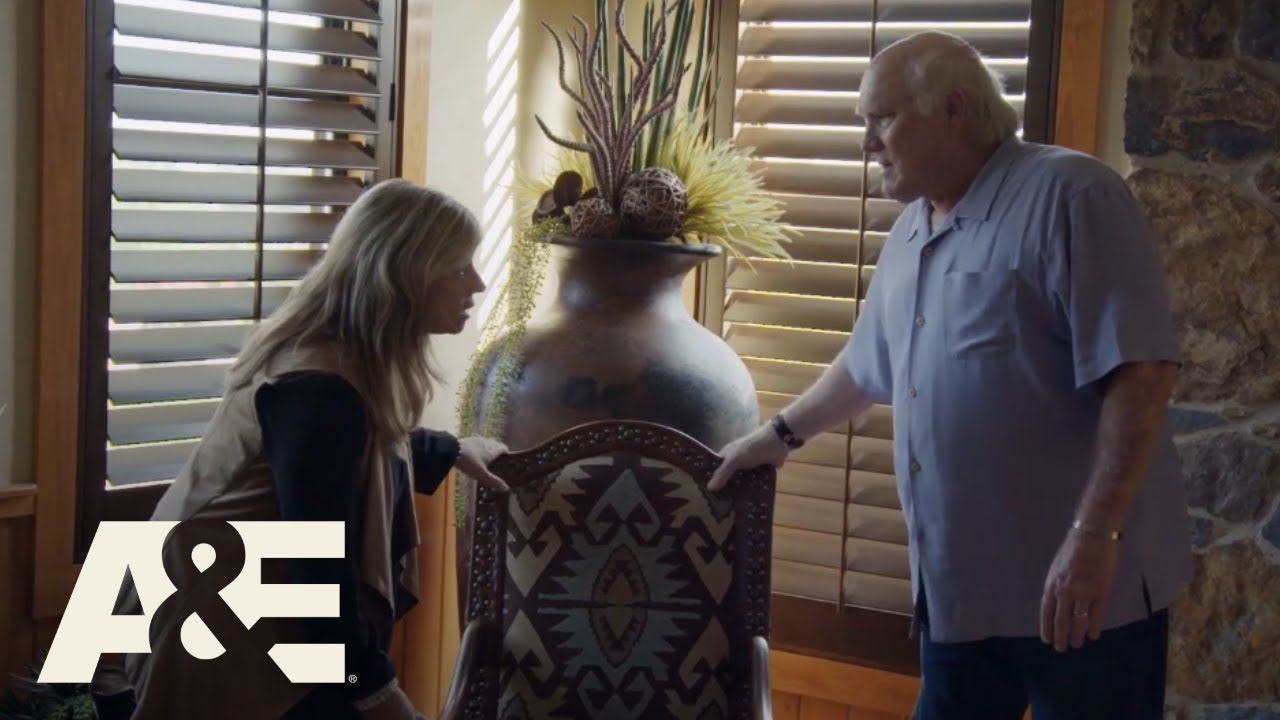 """Download """"Celebrity Ghost Stories"""" Sneak Peek: Kim Russo Meets with Football Legend Terry Bradshaw 