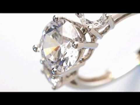 DiamondAura 3 Stone Ring.mov