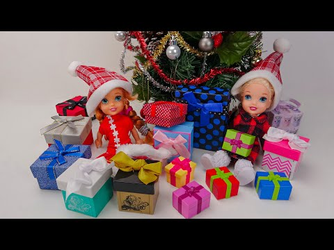 Elsa and Anna toddlers open their Christmas presents
