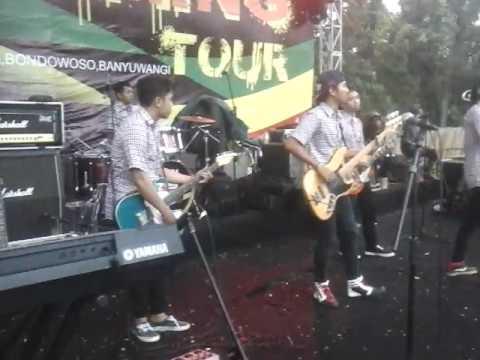 THE_LERENK'SKA cover TIPE-X salam rindu.  Live JAMMING TOUR pandaan