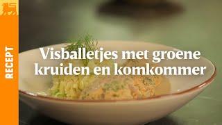 Visballetjes met groene kruiden en komkommersalade