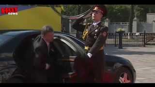 Инаугурация Порошенко солдат падает в обморок(Hot News - Горячие новости с Украинских и Российских СМИ, горячие видео очевидцев. Подписывайся! И будь в курсе..., 2014-06-08T00:06:08.000Z)