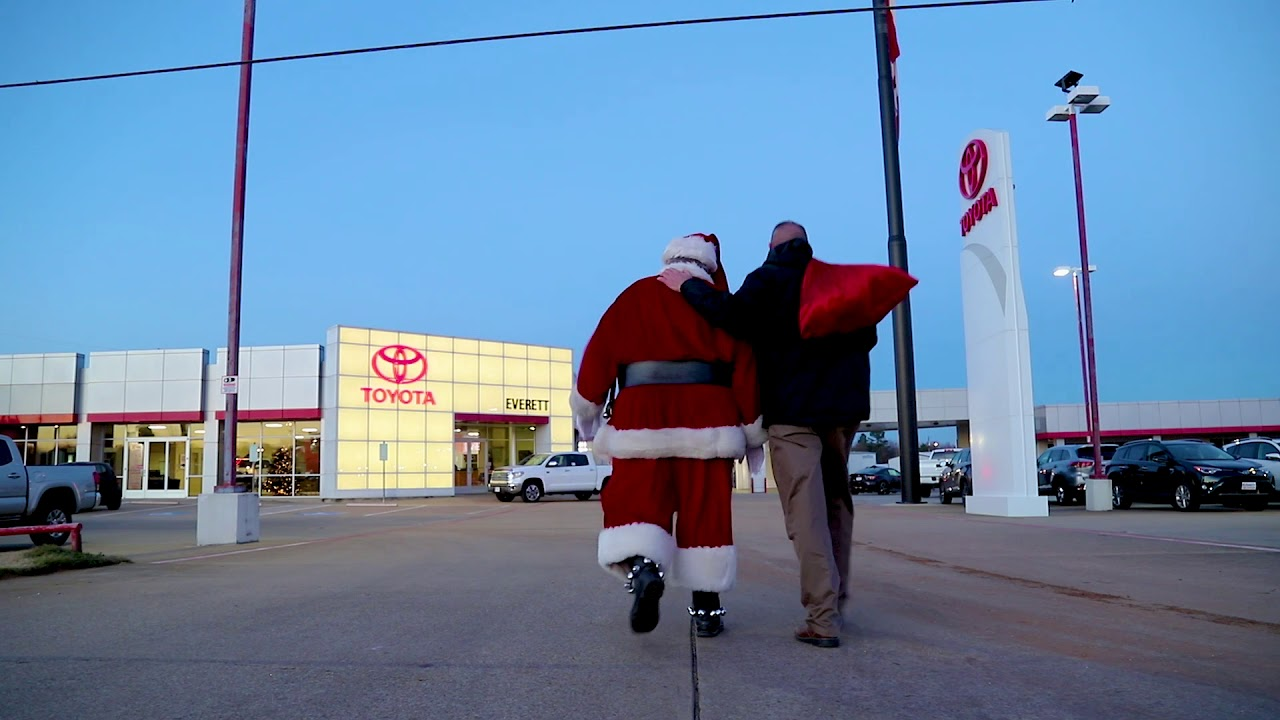 Toyota Of Paris >> Everett Toyota Of Paris Is Here When You Need Them Most Santa Edition