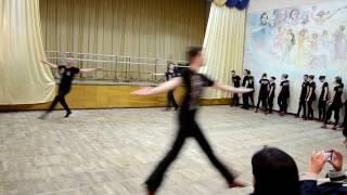 ЖЕТЕ, БЕГУНЕЦ (основной ход украинского танца) на открытом занятии Народного ансамбля РАДОСТЬ