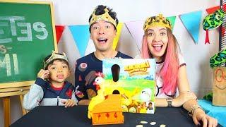 Jugando a la Gallina Loca con Mis Hermanos Amara y Aladdin + Broma a mi Mamá - Juguetes vs Ami