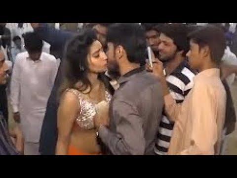 Hot Kiss Mujra Dance 2018 Youtube