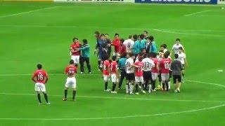 ACL 浦和VS浦項 韓国選手、ピッチにテーピング投げ捨て (2016.5.3) thumbnail