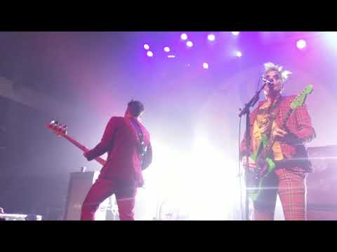 Blink 182 - Skulls (Misfits Cover Live In LA 10/26/19)