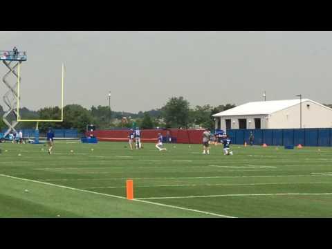Giants' Mike Nugent kicks