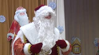 Лихой танец деда Мороза со шпагатом в конце