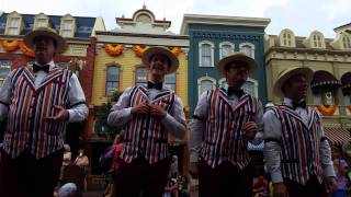 "Dapper Dans sing ""In Summer"""