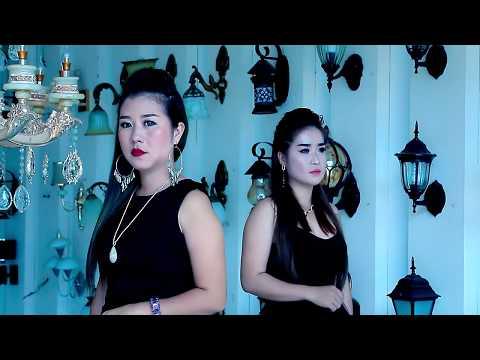 Tsis pom qab tu siab (Official Music Video) - Npaub Thoj & Nyiaj Vwj thumbnail