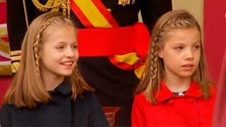 La Princesa LEONOR y la Infanta SOFIA junto a la Reina LETIZIA en el desfile del 12 de OCTUBRE