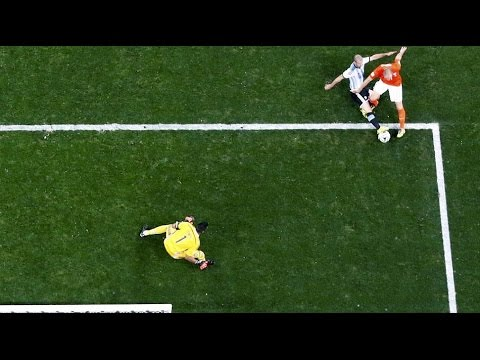 Mascherano vs Robben. Spectacular tackle [Argentina-Netherlands][World Cup Semifinal]