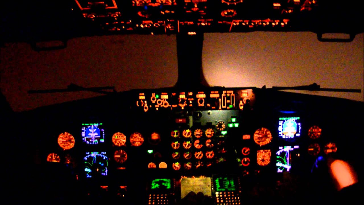 Boeing 737 500 Cockpit Night Ils Rw19 Landing At Vko Youtube