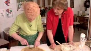 Ciao Italia 1717-r1066 Mom's Famous Nut Roll