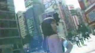 Walk in the city wearing swimsuit 吉田由莉 動画 20