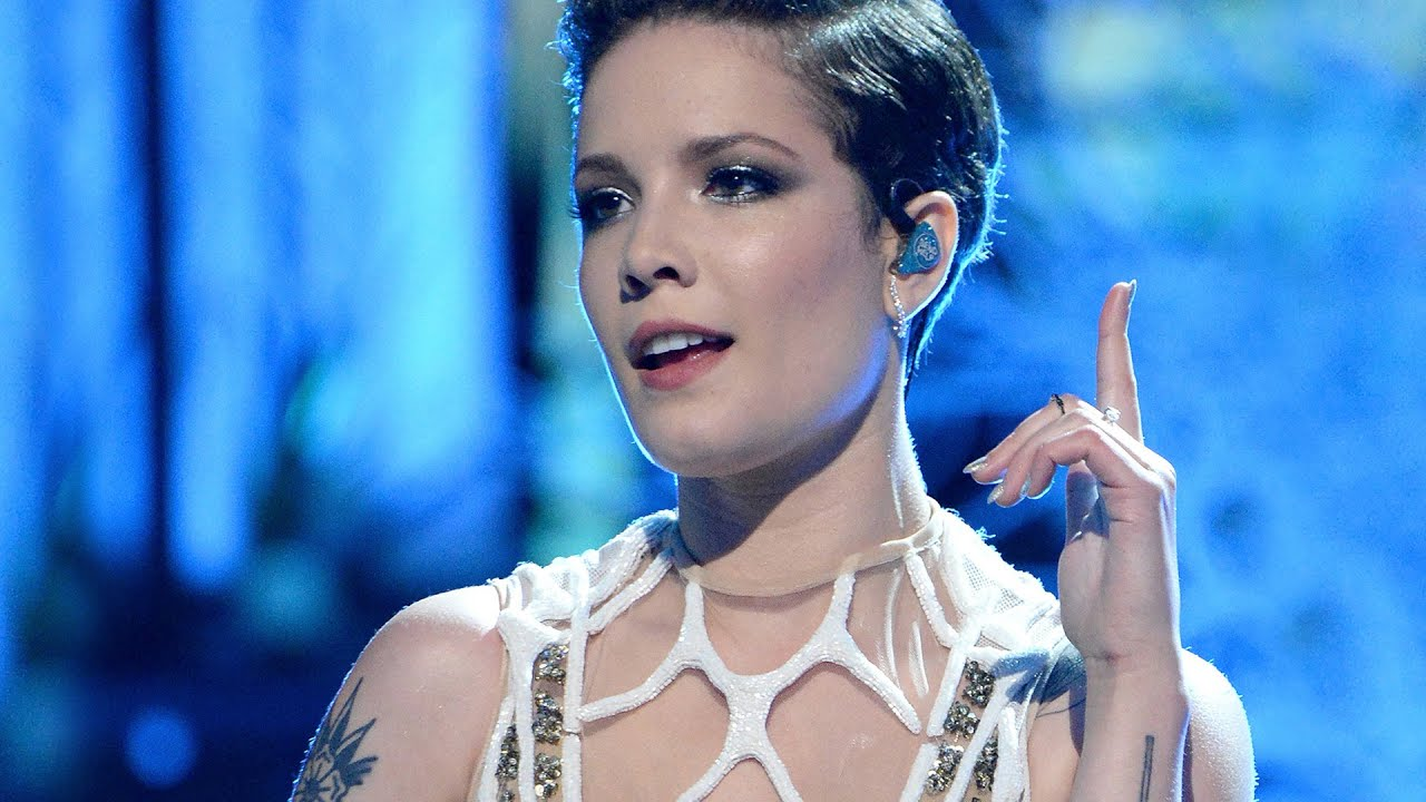 """Halsey Flawlessly Performs """"Castle"""" At MTV Movie Awards ..."""
