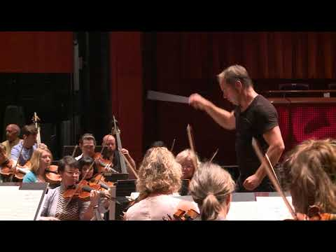 Sebastian Lang-Lessing in rehearsal with San Antonio Symphony