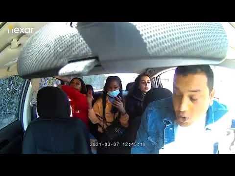 Mujer agrede y le tose a conductor de Uber