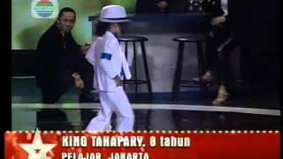 Niño  increible de 8 años imitando a Michael Jackson