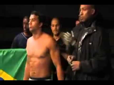Capoeira Vs MMA Knockout 2010