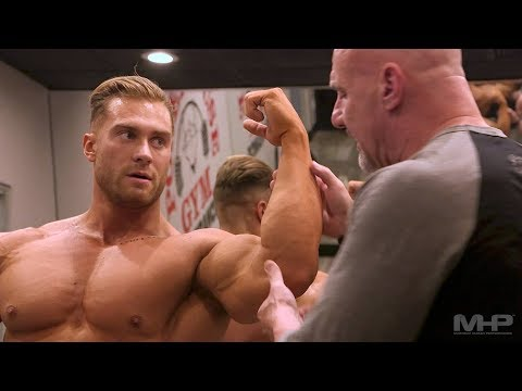 Chris Bumstead bodybuilding posing instruction with IFBB head judge Steve Weinberger