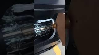 Проверка лазерной трубки на аппарате лазерной резк...