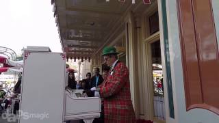 We Need a Little Jingle - Ragtime Robert - Disneyland Holiday Time 2014