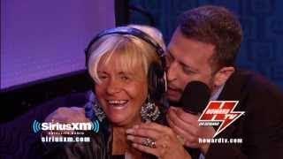 HOWARD STERN: Tan Mom returns & gets hit on by Sal