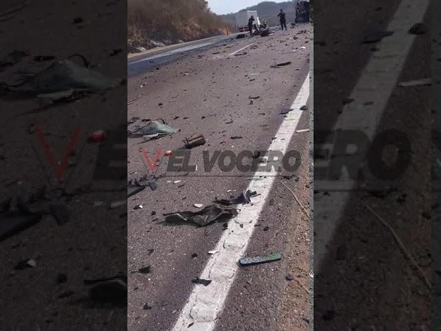 Accidente entre camión y camioneta en rio poedrad