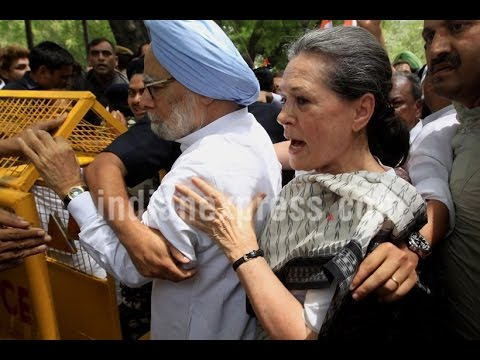 Sonia Gandhi & Manmohan Singh Arrested During Congress's  'Save Democracy' March