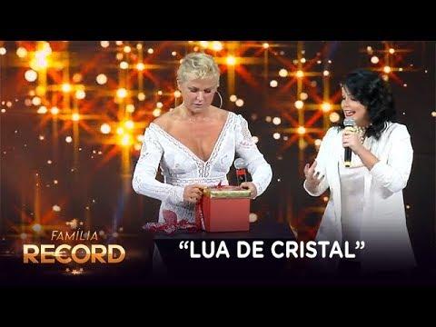"""Xuxa ganha """"lua de cristal"""" da atriz Samara Felippo no Família Record"""