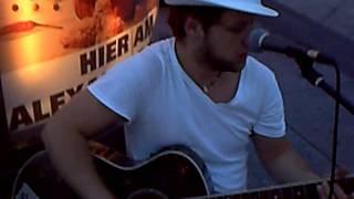 Straßenmusik am Alexanderplatz Improvisation - Camilo López Guevara